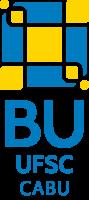 Marca da BU/CABU: Composição em azul, amarelo e branco, de 6 quadrados de 3 tamanhos diferentes. Dentro de um quadrado grande azul, aparece centralizado um quadrado médio amarelo. Em cada canto do quadrado grande, no espaço entre o canto e a ponta do quadrado médio, tem um quadrado pequeno amarelo. As bordas de todos os quadrados são brancas. Logo abaixo do desenho, em letras maiúsculas azuis, aparecem as siglas BU, UFSC e CABU, uma abaixo da outra.